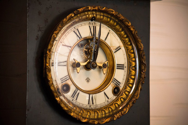 「時は金なり」時の記念日に腕時計を新調!